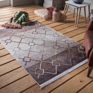 Hnedý vzorovaný koberec v škandinávskom štýle