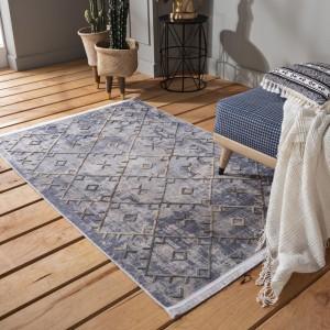 Moderný sivý koberec so strapcami v škandinávskom štýle