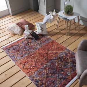 Farebný kvalitný koberec so strapcami v boho štýle