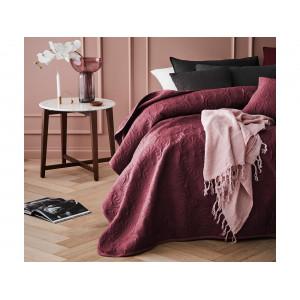 Jednofarebný bordový prehoz na posteľ s módnym prešívaním 170 x 210 cm