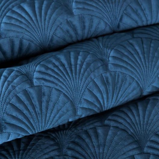 Zamatový modrý prehoz s originálnym prešívaním