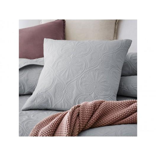 Jednofarebný svetlo sivý prešívaný prehoz na posteľ  200 x 220 cm