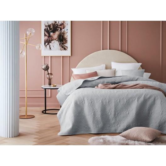 Kvalitný svetlo sivý prešívaný prehoz na posteľ 220 x 240 cm