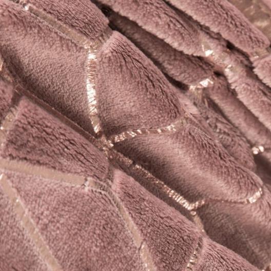 Moderný ružový prehoz na posteľ s medeným vzorom