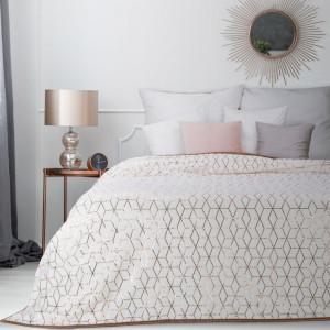 Brilantný biely prehoz na posteľ so zlatým vzorovaním