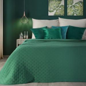 Zelený jednofarebný prehoz na posteľ s jemným vzorom