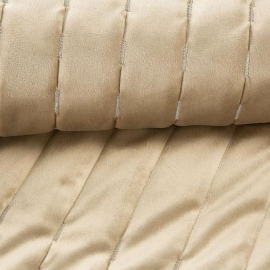 Krásny zamatový béžový prešívaný prehoz na posteľ