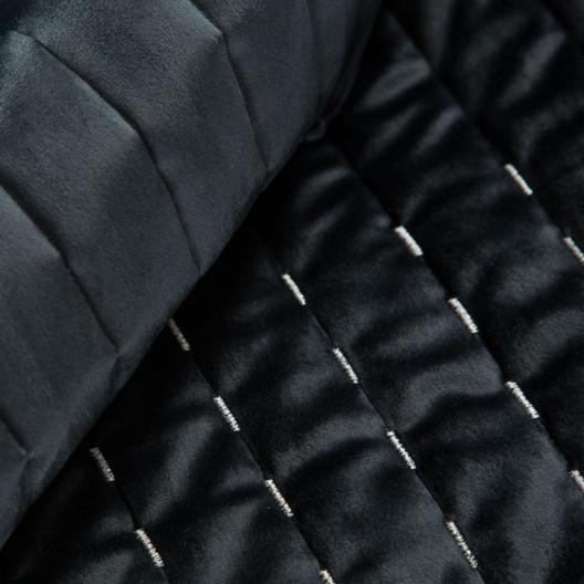 Elegentný čierny zamatový prešívaný prehoz