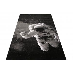 Moderný koberec s motívom s kosmonautom