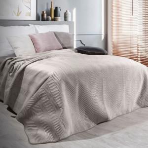 Hebký zamatový prehoz na posteľ béžovej farby