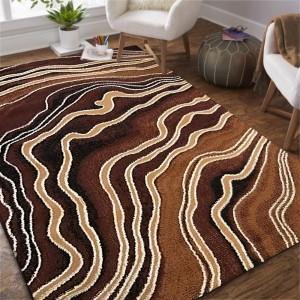 Moderný hnedý koberec s abstraktným motívom