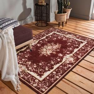 Krásny rustikálný červený koberec