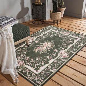 Nadčasový zelený rustikálny koberec s ružovými kvetmi