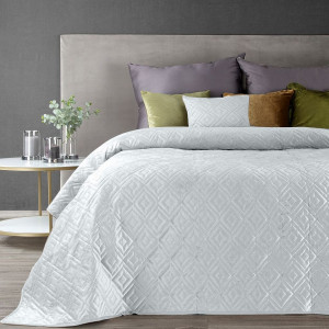 Elegantný biely prehoz na posteľ prešitý reliéfnym vzorom hot press
