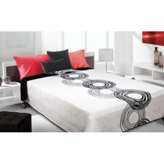 Luxusný obojstranný prehoz na posteľ biely s čiernymi krúžkami