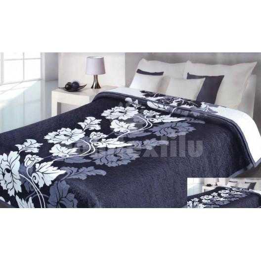 Luxusný obojstranný prehoz na posteľ tmavo modrý s bielymi kvetmi