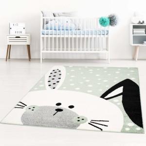 Kvalitný zelený koberec do detskej izby zajačik