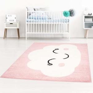 Roztomilý detský ružový koberec pre dievčatko spiaci mráčik