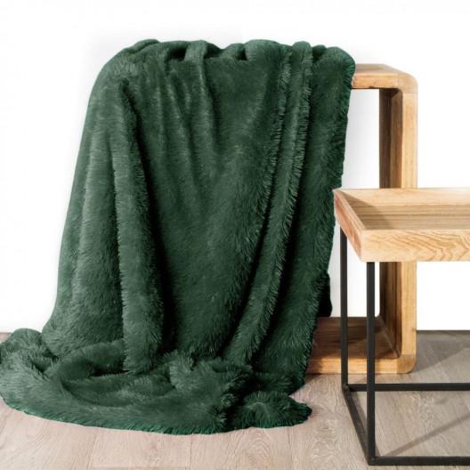 Jednofarebná chlpatá deka zelenej farby