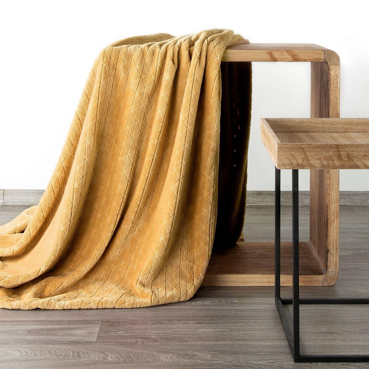 Medovo žltá deka s gemetrickým tvarom 70 x 160 cm Šírka: 70 cm | Dĺžka: 160 cm