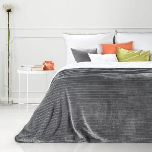 Kvalitná tmavo sivá deka s jemným vzorom 200 x 220 cm