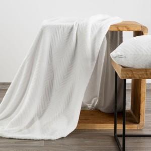 Snehovo biela deka s módnym reliéfnym vzorom  150 x 200 cm