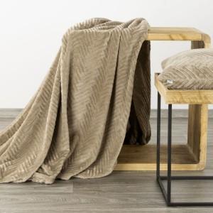Moderná béžová deka s jemným reliéfnym vzorom 150 x 200 cm
