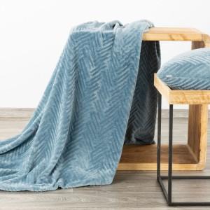 Krásna hrejivá deka v módnej baby blue farbe 150 x 200 cm