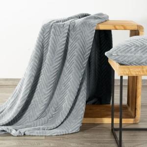 Vzorovaná svetlo sivá deka 150 x 200 cm