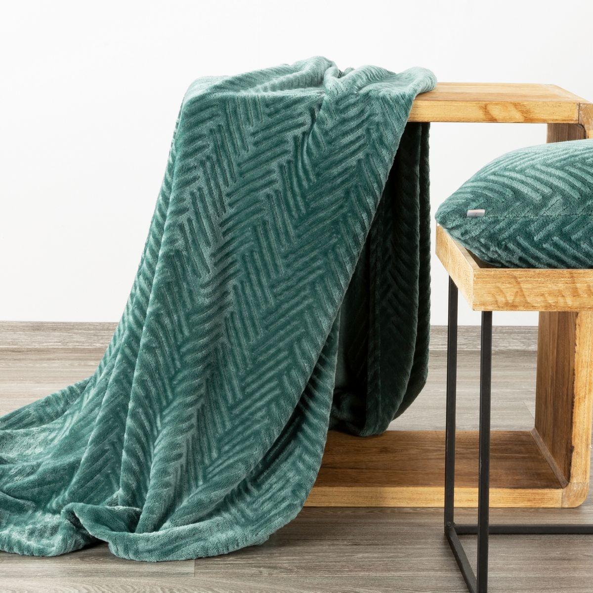 DomTextilu Moderná zelená deka s decentným reliéfnym vzorom 150 x 200 cm Šírka: 150 cm   Dĺžka: 200 cm 42793-207721 Zelená