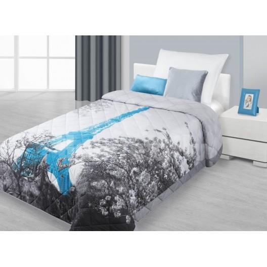 Prehoz na posteľ striebornej farby s motívom mesta Paríž