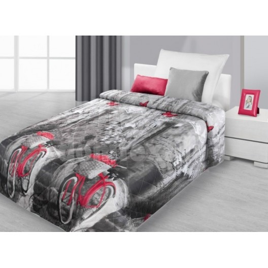 Prehoz na posteľ čierno šedej farby s červeným byciklom