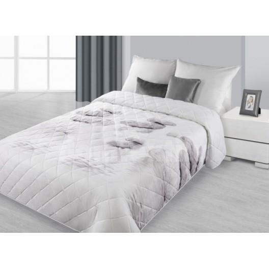 Strieborný prešívaný prehoz na posteľ
