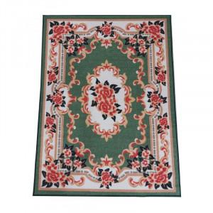 Krásny zelený koberec s kvetinovým vzorom