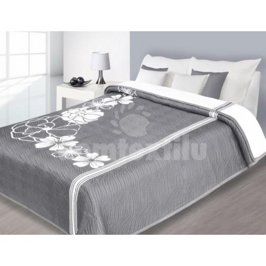 Obojstranný prehoz na manželskú posteľ v luxusnej sivo bielej farbe s kvetmi