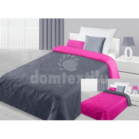 Šedý prehoz na posteľ s motívom rôznych písmen