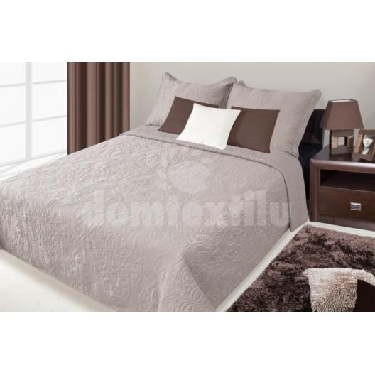 Prehozy na postele šedej farby s kvetinovým vzorom