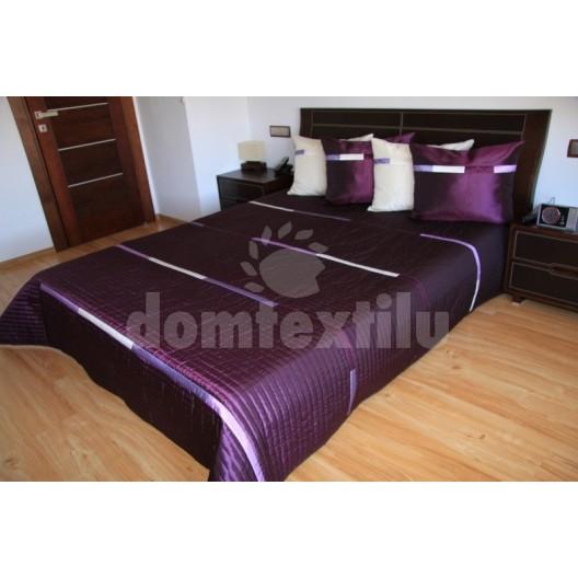 Prehoz na posteľ tmavo fialovej farby s bielymi pruhmi