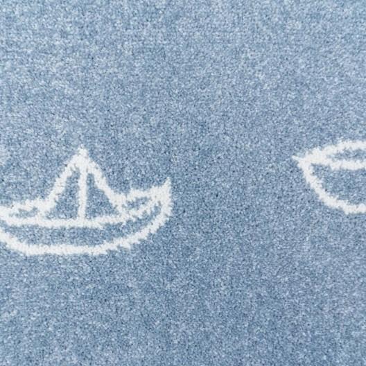Kvalitný modrý koberec do detskej izby loďky na mori