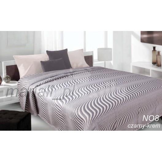 Prehoz na posteľ hnedej farby s pruhovaným motívom