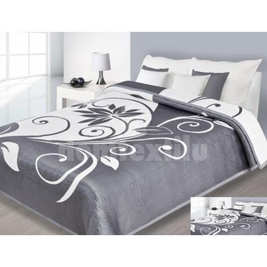 Prehoz na posteľ sivej farby s bielymi vzormi