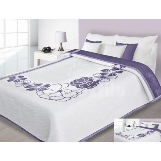 Prehoz na posteľ bielej farby s fialovými kvetmi