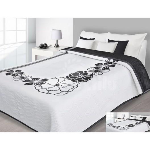 Prehoz na posteľ bielj farby s čiernymi kvetmi
