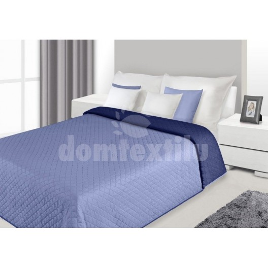 Prehoz na posteľ svetlomodrej farby s prešívaným vzorom