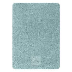 Kvalitný koberec s vyšším vlasom v jemnej tyrkysovej farbe