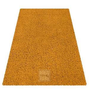 Kvalitný kusový koberec s vysokým vlasom v horčicovo žltej farbe