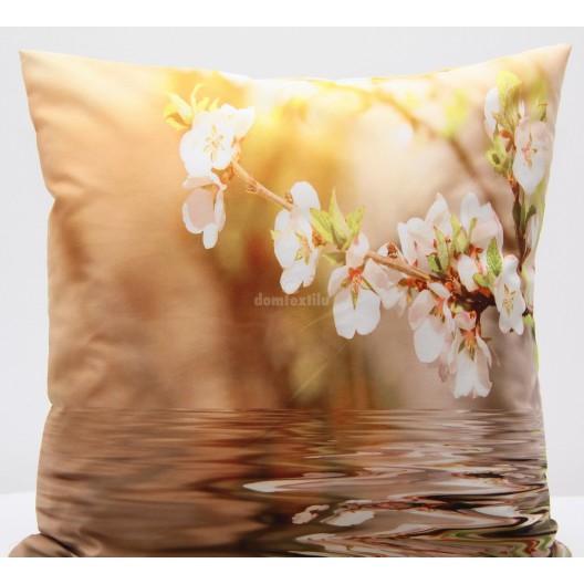 Hnedá obliečka na vankúš s motívom rozkvitnutého konárika