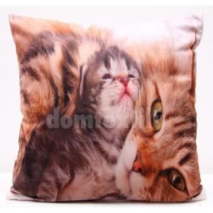 Obliečky na vankúše hnedej farby s mačkou a malým mačiatkom
