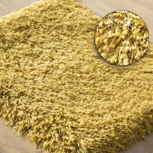 Žltý huňatý koberec do kúpelne