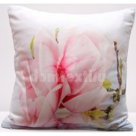 Obliečka na vankúš bielej farby s ružovým kvetom